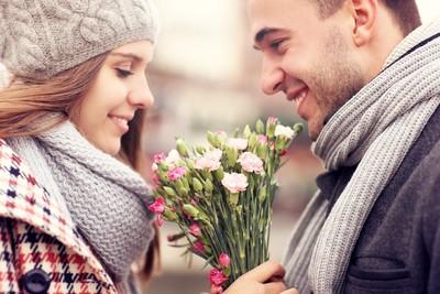 Почему мужчины перестали дарить цветы ?